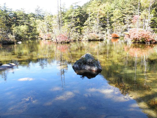 岐阜県高山市:上高地 明神池(2012年10月撮影)、「パワースポット」と言われる二之池