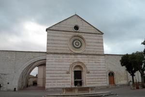 アッシジにあるサンタ・キアラ聖堂